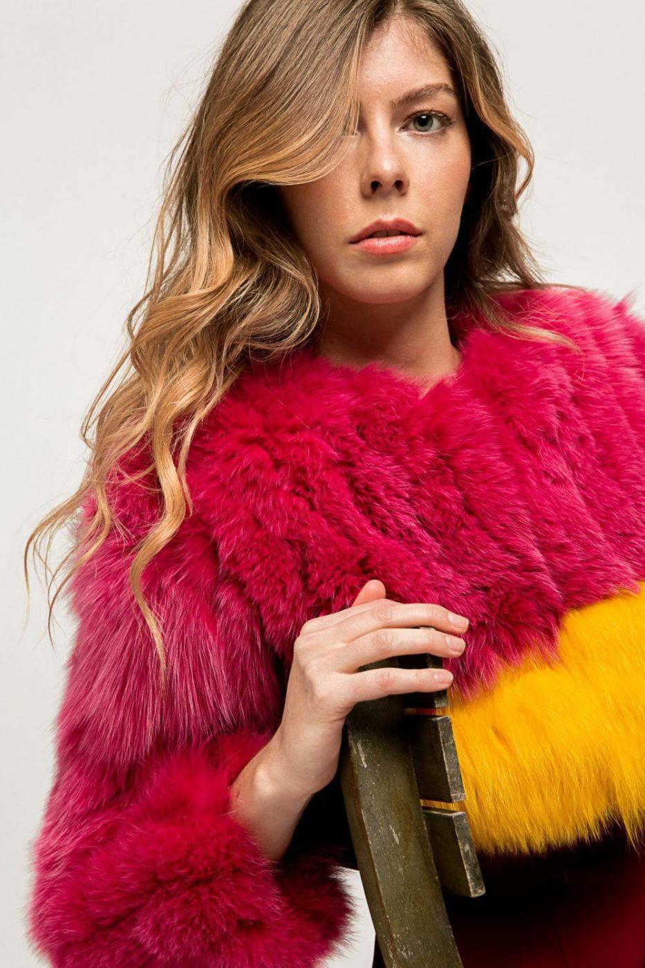Torera de piel y pelo rosa y amarillo